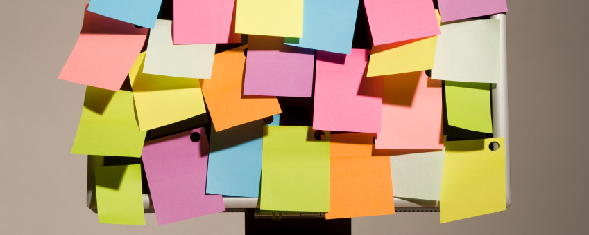 post-it-note-on-computer-screen